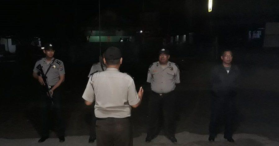 Dengan Laksanakan Patroli Malam Hari Petugas Polsek Karang Bintang Memberikan Rasa Aman Kepada Masyarakat